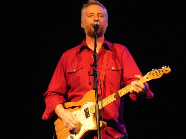 Billy Bragg ELECRIC - RESIZE