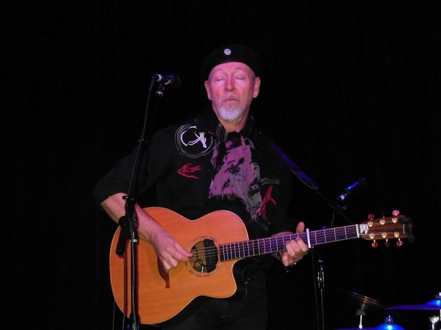 Richard Thompson acoustic - RESIZE