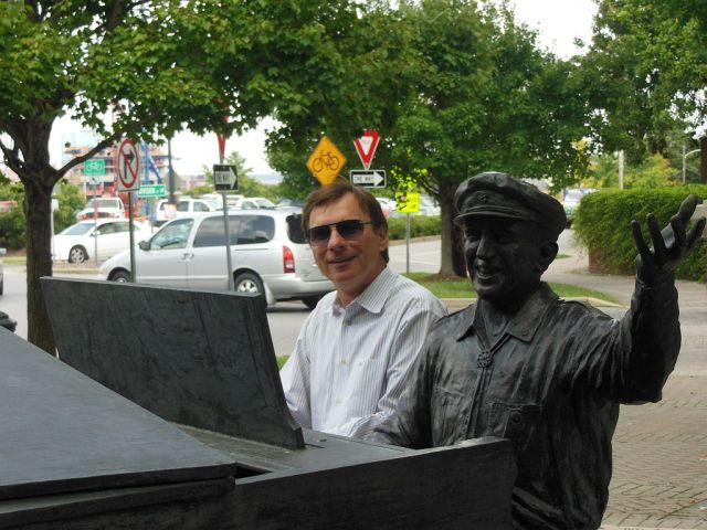Owen Bradley Statue MCM - RESIZE