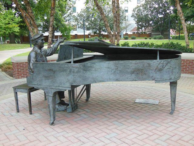 Owen Bradley Statue - RESIZE