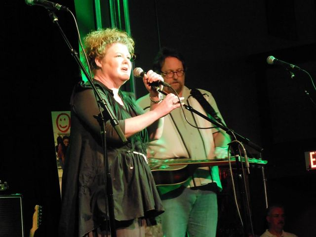 Maura O'Connell with Jerry Douglas