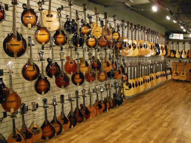 Gruhn Guitars - oinside 2 - RESIZE